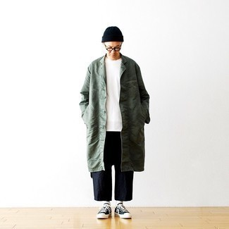 Navy and White Canvas Low Top Sneakers Outfits For Men: If you're scouting for a casual yet sharp ensemble, marry a dark green raincoat with navy linen chinos. When not sure about the footwear, stick to a pair of navy and white canvas low top sneakers.