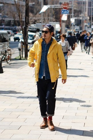How to Wear a Navy Baseball Cap For Men: A yellow raincoat and a navy baseball cap are must-have essentials if you're putting together a casual closet that holds to the highest menswear standards. Add a more sophisticated twist to an otherwise utilitarian outfit by rounding off with a pair of brown leather derby shoes.