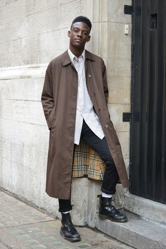 How to wear: brown raincoat, white long sleeve shirt, black chinos, black leather casual boots
