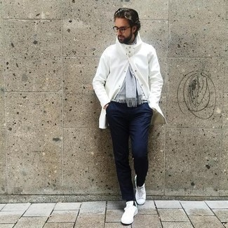White and Green Canvas Low Top Sneakers Outfits For Men: Team a white raincoat with navy chinos for a casual and stylish ensemble. Complement your outfit with white and green canvas low top sneakers and the whole ensemble will come together brilliantly.