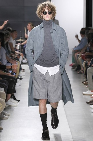 How to wear: grey raincoat, grey turtleneck, white dress shirt, grey shorts