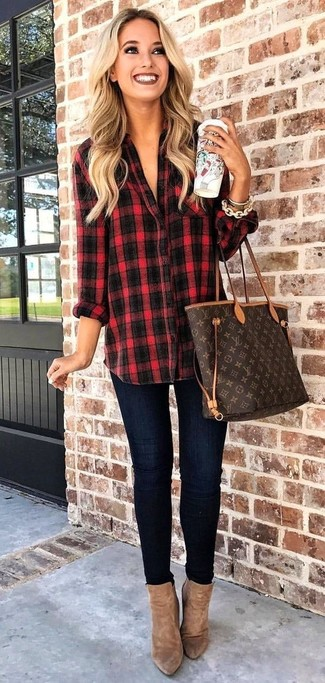 How to Wear Brown Suede Ankle Boots: Beyond stylish, this pairing of a red and black plaid dress shirt and navy skinny jeans provides with excellent styling possibilities. Introduce a pair of brown suede ankle boots to this outfit for maximum impact.
