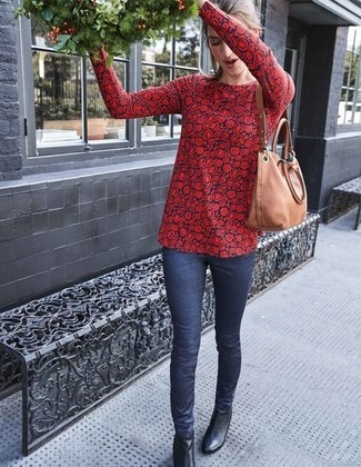 How to wear: red and navy floral long sleeve blouse, navy skinny jeans, black leather ankle boots, tan leather tote bag