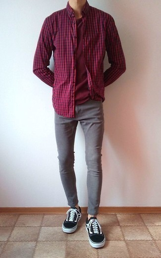 How to Wear a Red and Black Gingham Long Sleeve Shirt For Men: A red and black gingham long sleeve shirt and grey skinny jeans make for the ultimate laid-back style for any modern gentleman. Turn up the classiness of your look a bit by rounding off with black canvas low top sneakers.