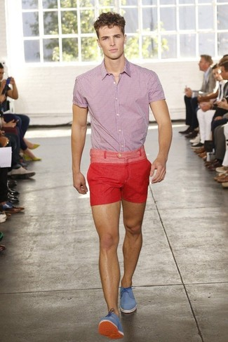 How to Wear Blue Dress Shoes For Men: The ultimate foundation for killer casual style for men? A red and white gingham short sleeve shirt with red shorts. Blue dress shoes will put an elegant spin on an otherwise utilitarian outfit.