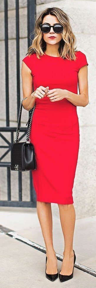 Step up your off-duty look in a red bodycon dress. Black leather pumps will bring a classic aesthetic to the ensemble.