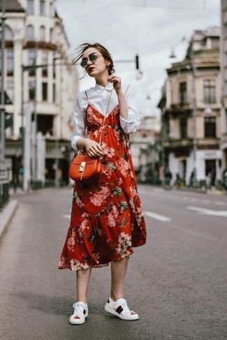 A red floral cami dress and an orange leather crossbody bag are your go-to outfit for lazy days. Consider white leather low top sneakers as the glue that will bring your outfit together. We're loving this one, especially for spring.