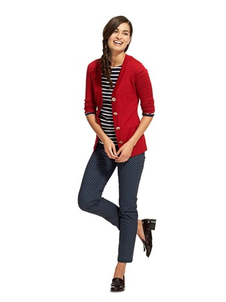 Red Cardigan Outfits For Women: If you enjoy relaxed dressing, wear a red cardigan with navy print skinny pants. Black leather tassel loafers are a wonderful pick to complete this look.