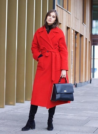 For a casually elegant ensemble, dress in a red coat and a black turtleneck — these items go perfectly together. Black suede knee high boots will give your look an on-trend feel. As you can see, this ensemble is a really nice choice, especially for awkward fall weather, when the temps are getting lower.
