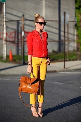 How to wear: red dress shirt, yellow skinny pants, beige leather pumps, tan leather satchel bag