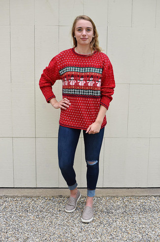How to wear: red fair isle crew-neck sweater, navy ripped skinny jeans, grey leather slip-on sneakers