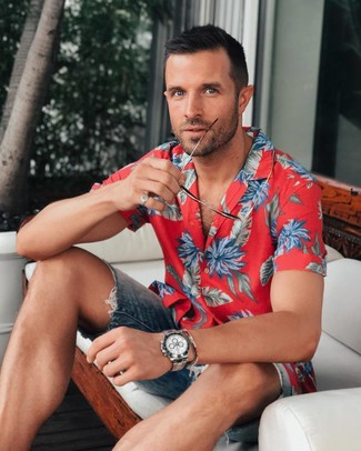 How to wear: red floral short sleeve shirt, navy denim shorts, silver watch