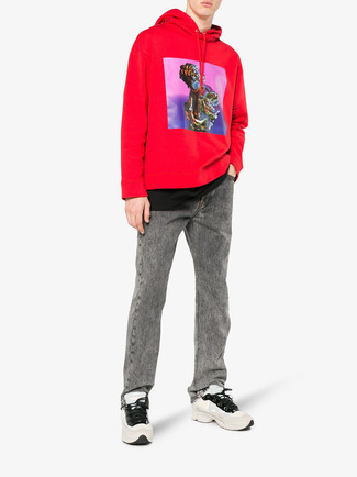 How to wear: red print hoodie, black crew-neck t-shirt, grey jeans, beige athletic shoes