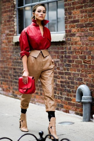 You'll be amazed at how easy it is to get dressed this way. Just a red leather jacket paired with brown leather tapered pants. A pair of tan cutout leather ankle boots looks very appropriate here. An easy-to-transition look like this one makes it very easy to welcome the new season.