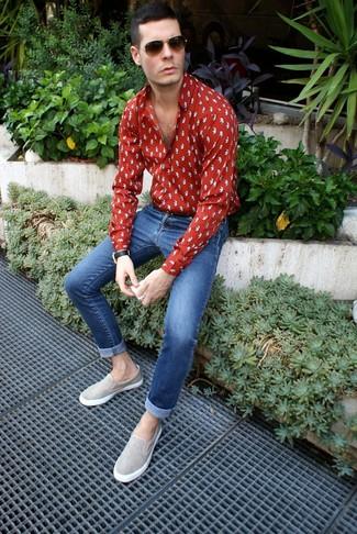How to wear: red print long sleeve shirt, blue skinny jeans, grey suede slip-on sneakers, dark brown sunglasses