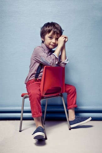 How to Wear Burgundy Jeans For Boys: People will dote all over your boy if he wears this combo of a red long sleeve shirt and burgundy jeans. The footwear choice here is pretty easy: finish off this ensemble with navy sneakers.