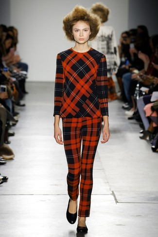 Pairing a red plaid crew-neck pullover with red tartan skinny pants is a comfortable option for running errands in the city. Dress down this getup with ballerina flats.