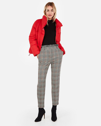 Plaid Pants Outfits For Women: If you would like take your casual style game up a notch, wear a red puffer jacket with plaid pants. You can get a little creative in the shoe department and complement this outfit with a pair of black suede ankle boots.