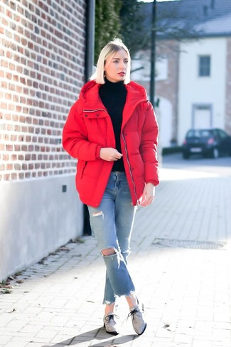 How to Wear Light Blue Ripped Jeans For Women: For something on the cool and laid-back side, go for a red puffer jacket and light blue ripped jeans. If you need to easily class up your outfit with a pair of shoes, round off with a pair of grey canvas oxford shoes.