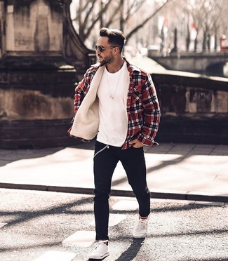 How to wear: red plaid shirt jacket, white crew-neck t-shirt, black skinny jeans, white low top sneakers