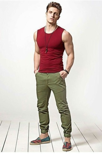 If you prefer relaxed dressing when it comes to fashion, you'll love this easy combination of a red tank and olive chinos. To add elegance to your getup, round off with espadrilles. A cool outfit like this one is just what you need on a summertime afternoon.