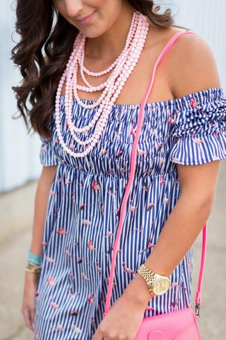 Opte pour le confort dans un robe à épaules dénudées à rayures verticales bleu.