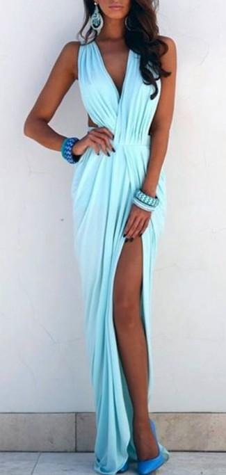 Choisis une robe longue bleue claire pour un look de tous les jours facile à porter. Une paire de des escarpins en cuir turquoise rendra élégant même le plus décontracté des looks.
