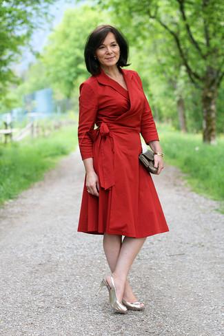 Robe rouge et marron