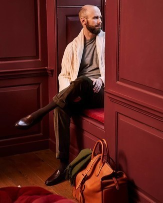 Olive Scarf Outfits For Men: The pairing of a beige shawl cardigan and an olive scarf makes for a solid relaxed casual look. Up the style ante of your getup by slipping into dark brown leather loafers.