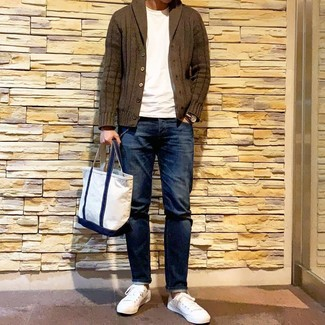 How to wear: olive shawl cardigan, white crew-neck t-shirt, navy jeans, white low top sneakers