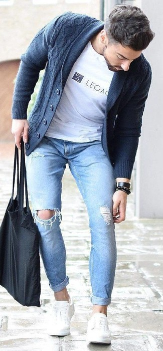 Consider pairing a navy shawl cardigan with light blue ripped skinny jeans for a laid-back yet fashion-forward outfit. And if you want to instantly bump up the style of your look with one piece, enter white leather low top sneakers into the equation. This getup is absolutely perfect to welcome spring.