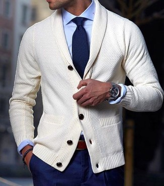 For a nothing less than incredibly stylish ensemble, marry a beige shawl cardigan with navy dress pants. An outfit like this is ideal for awkward transition weather.