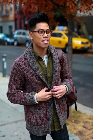 How to Wear a Burgundy Leather Backpack For Men: Go for a straightforward yet laid-back and cool ensemble by marrying a burgundy shawl cardigan and a burgundy leather backpack.