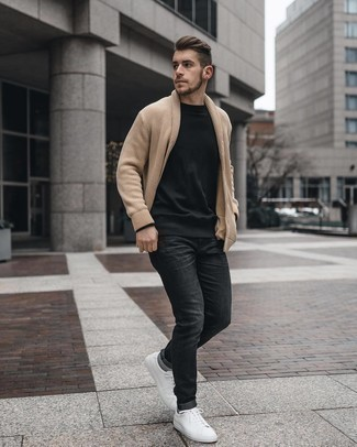 Black Long Sleeve T-Shirt with Grey Socks Outfits For Men: A black long sleeve t-shirt and grey socks paired together are a great match. Kick up this whole outfit by wearing white leather low top sneakers.