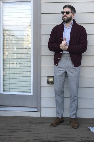 Men's Outfits 2020: A burgundy shawl cardigan and grey dress pants are robust sartorial weapons in any man's sartorial arsenal. Complement this ensemble with a pair of brown suede oxford shoes and the whole getup will come together.