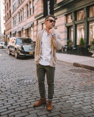 Brown Suede Desert Boots Outfits: This casually dapper ensemble is so simple: a beige shawl cardigan and olive jeans. When in doubt about what to wear on the shoe front, stick to brown suede desert boots.