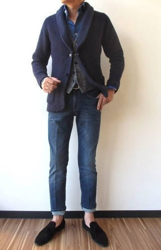 This combo of a navy shawl cardigan and a Torino Leather Co. men's 32mm Pebble Burnished Veal Reversible is perfect for a night out or smart-casual occasions. Black suede loafers are a fitting choice here. You can bet this look is great come fall.