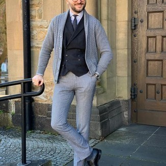 Black Waistcoat Outfits: One of the most elegant ways to style such a hard-working menswear item as a black waistcoat is to marry it with grey dress pants. If you need to immediately play down your outfit with a pair of shoes, complement this ensemble with black leather oxford shoes.