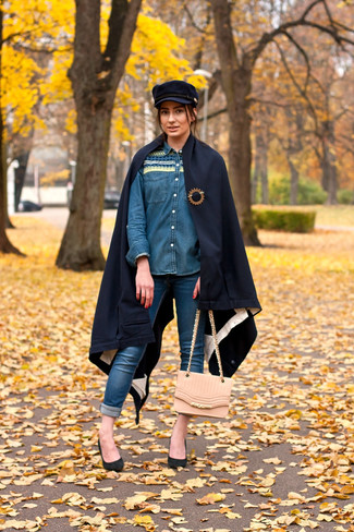 A blue denim shirt and a Cejon women's Brushed Colorblock Poncho are perfect for both running errands and a night out. Bring instant glamour to your look with black suede pumps. When leaves are falling down and fall is in full swing, you'll appreciate how great this getup is for weird fall weather.