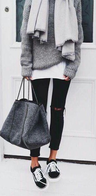 Black and White Low Top Sneakers Outfits For Women: Why not rock a grey knit oversized sweater with black ripped skinny jeans? Both of these pieces are very comfortable and look stunning when married together. Introduce a pair of black and white low top sneakers to the equation and you're all done and looking smashing.