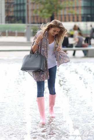 Busy days call for a simple yet stylish outfit, such as a white tank and navy blue skinny jeans. A pair of pink rain boots will be a stylish addition to your outfit.