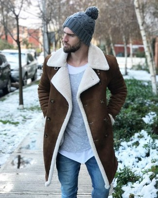 How To Wear a White Crew-neck T-shirt With a Tobacco Shearling Coat For Men: A tobacco shearling coat and a white crew-neck t-shirt worn together are a sartorial dream for those dressers who appreciate casually dapper ensembles.