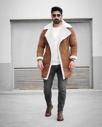 Brown Leather Chelsea Boots Outfits For Men: Try teaming a brown shearling coat with charcoal jeans for a seriously stylish, casual ensemble. Go off the beaten path and spice up your outfit by finishing with brown leather chelsea boots.