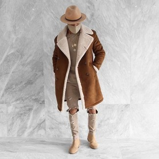 How to Wear a Shearling Coat For Men: A shearling coat and beige ripped jeans are a good combo that will effortlessly take you throughout the day. Complete your outfit with beige suede chelsea boots to change things up a bit.
