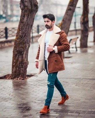 Watch Outfits For Men: Why not rock a brown shearling coat with a watch? Both of these pieces are super comfortable and look awesome paired together. You can take a sleeker approach with footwear and complete your outfit with tobacco suede chelsea boots.