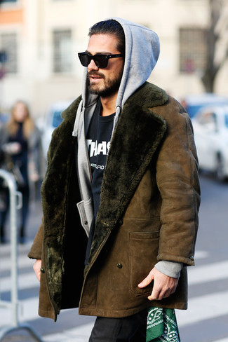 How to Wear a Black and White Print Crew-neck T-shirt In Winter For Men: Consider teaming a black and white print crew-neck t-shirt with black dress pants for a clean-cut polished outfit. As this getup proves winter doesn't have to mean dressing like a yeti bounty hunter.