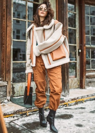 Cargo Pants Outfits For Women: Inject style into your current casual rotation with a grey shearling jacket and cargo pants. Add a touch of sophistication to your outfit by sporting black leather ankle boots.