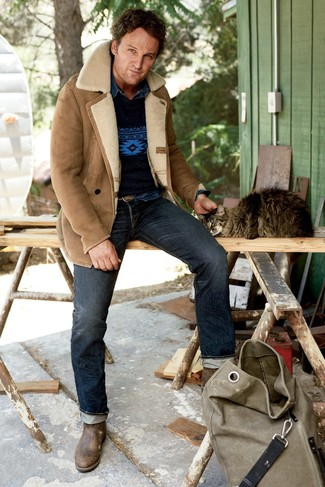 If you're facing a fashion situation where comfort is prized, pair a tan shearling jacket with navy jeans. Brown leather chelsea boots will add a touch of polish to an otherwise low-key look. When the cold season leaves you bored in the outfit department, this outfit just might get you out of the rut.