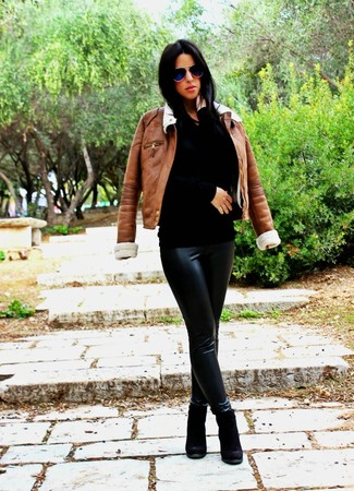 How to wear: brown shearling jacket, black crew-neck sweater, black leather leggings, black suede ankle boots