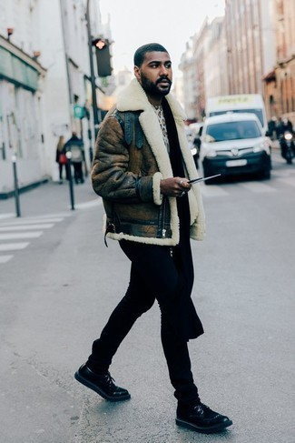 How to Wear Black Jeans In Cold Weather For Men: Choose a brown shearling jacket and black jeans if you seek to look casually cool without trying too hard. When it comes to shoes, go for something on the classier end of the spectrum by slipping into black leather derby shoes.